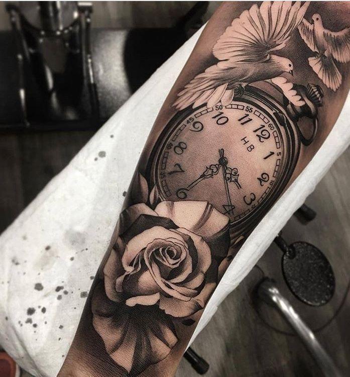 star one: Uhr Unterarm Tattoo Frau