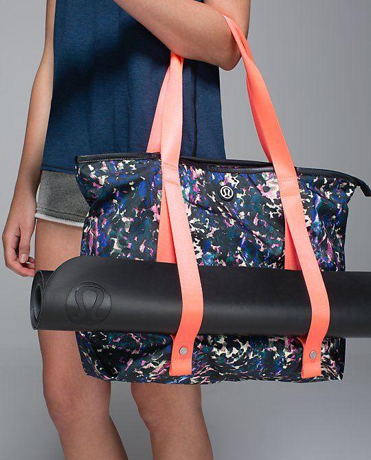 1bd07083b07 lululemon Summer Lovin' Tote | floral backdrop black multi/deep coal ...