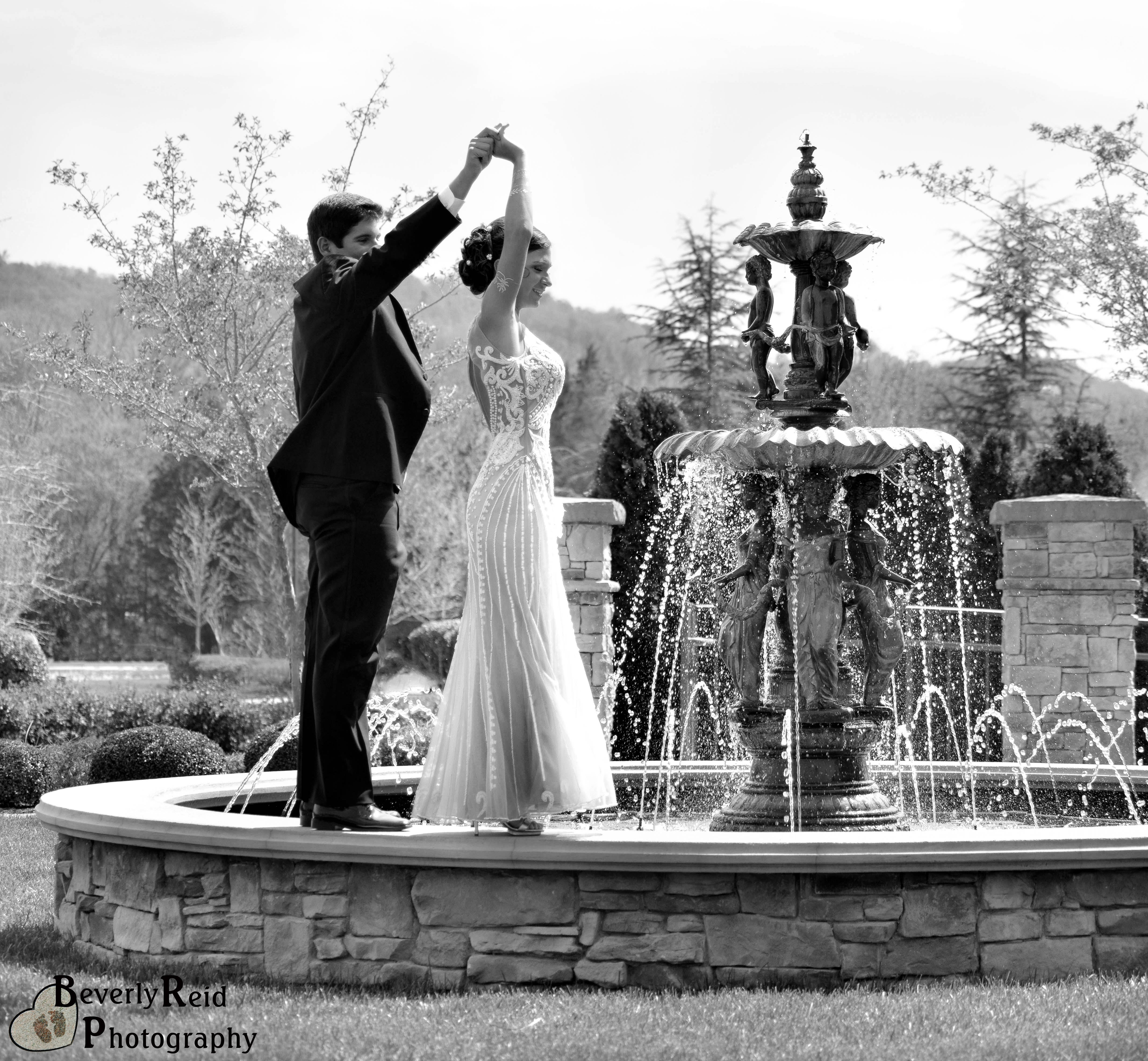 Beautiful black and white PROM picture! #prom #promposes #blackandwhite @prom 2K15 #fountains #prompicturescouples #promproposal #promphotographyposes