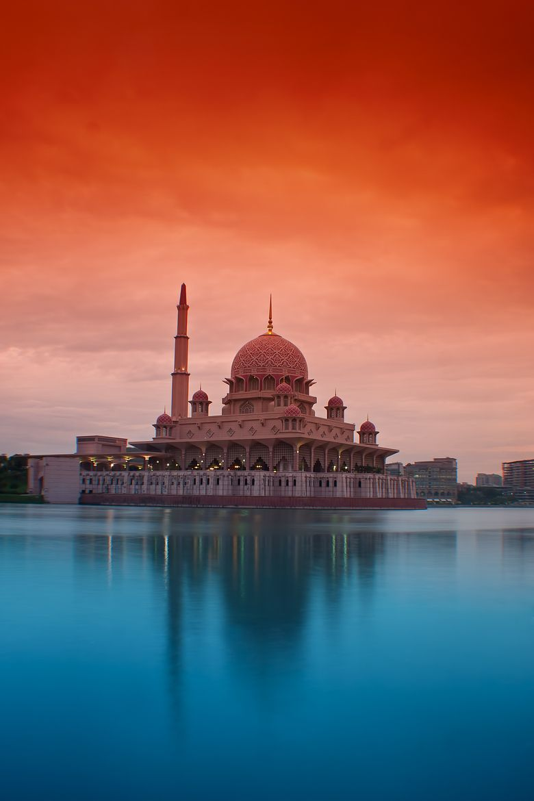 Putra Mosque Putrajaya Malaysia Mosque Places To Travel Places Around The World