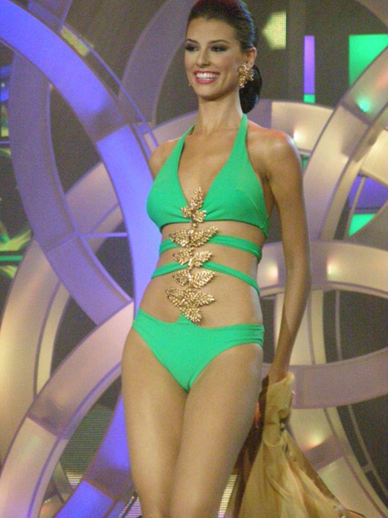 Baño FernandezEn Desfile Su Miss Traje De TrujilloStefania 80wmnN