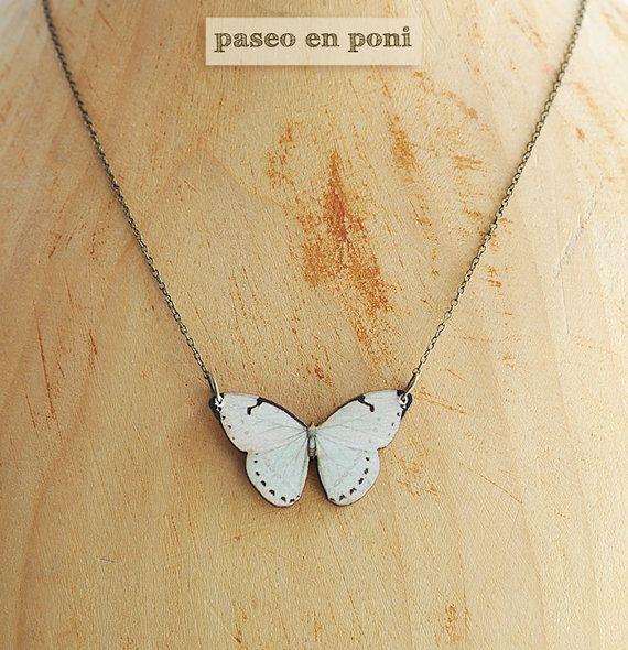 Colgante Mariposa Blanca por paseoenponi en Etsy, €10.00