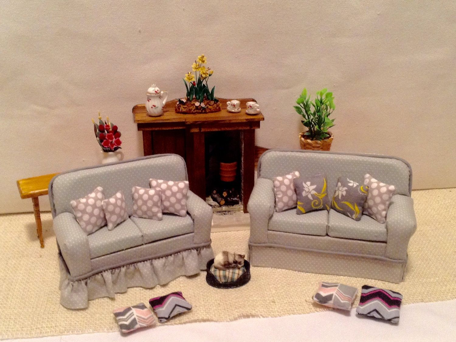 Traditional Or Cottage Grey Couch With 4 Pillows For 1:12 Scale