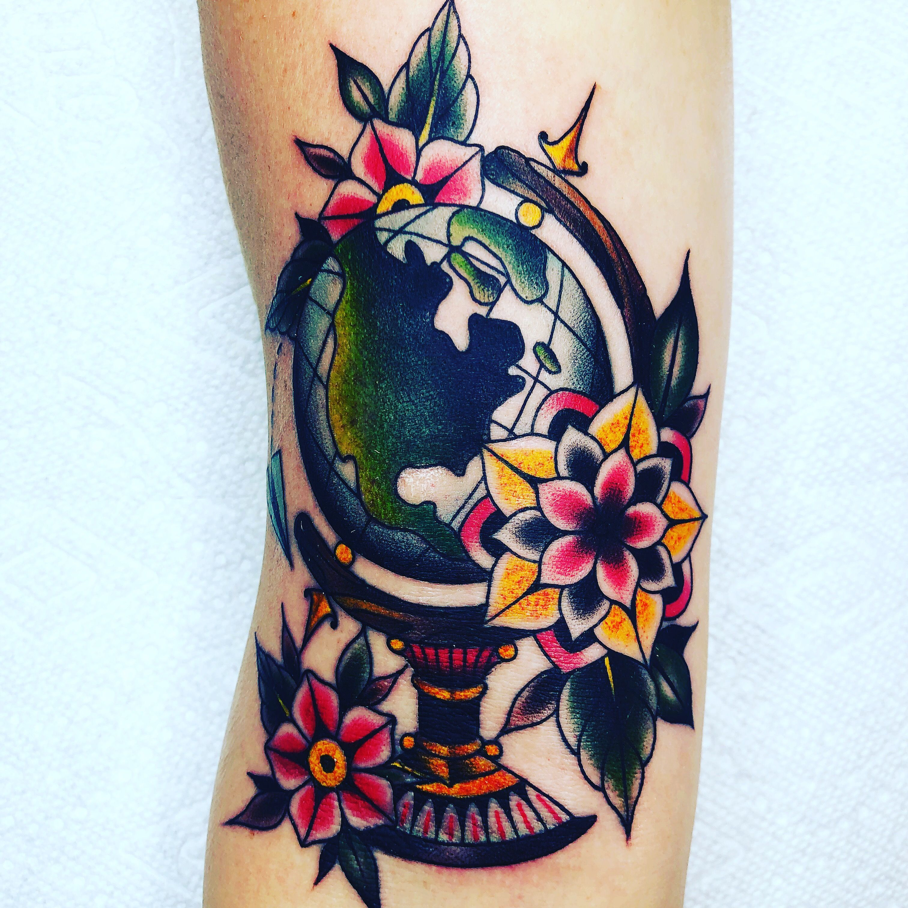 Globe Tattoo Full Circle Tattoo San Diego Artist Devxruiz Wereldbol