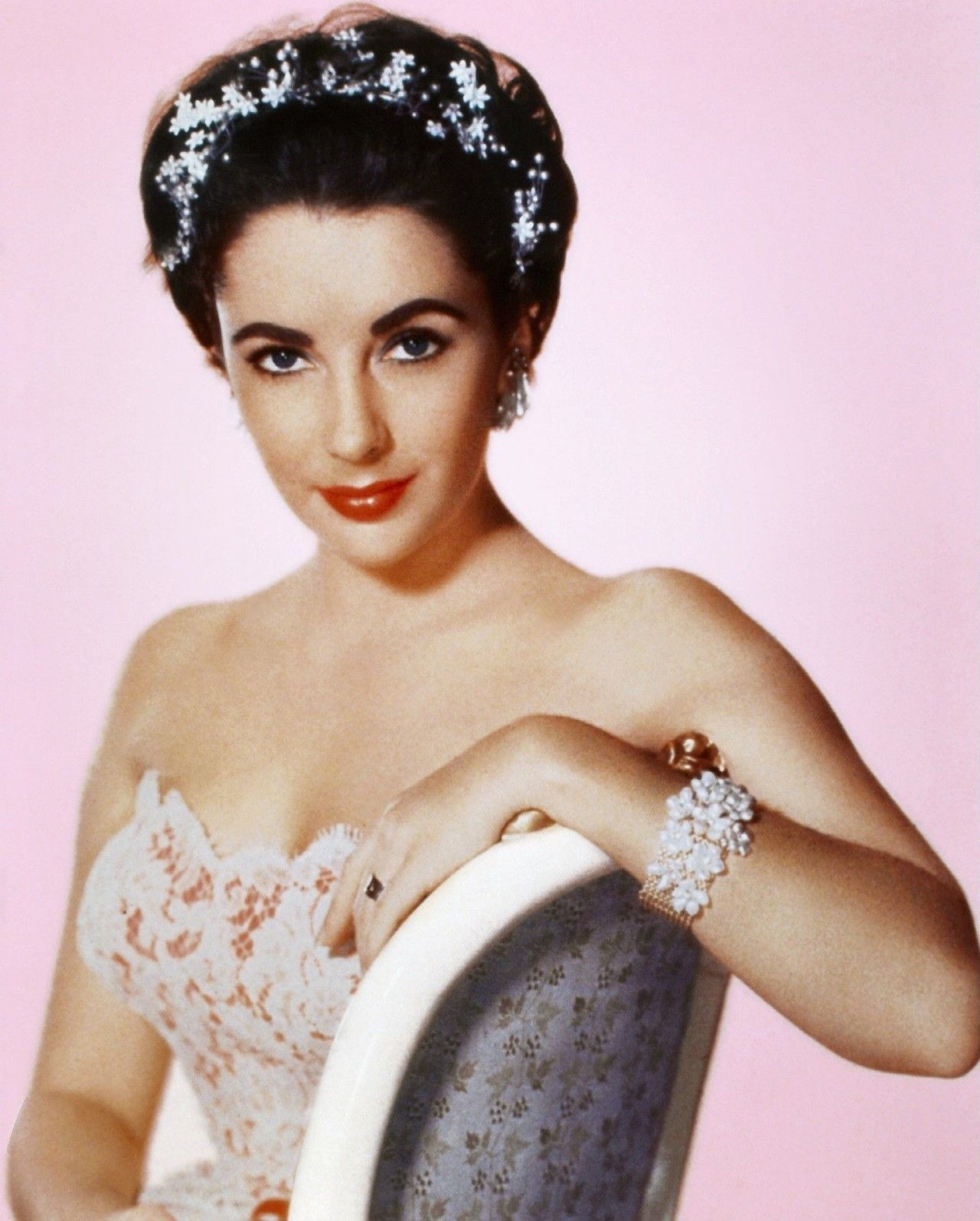 Dame Elizabeth Taylor With A True Pixie Cut And This Was Before