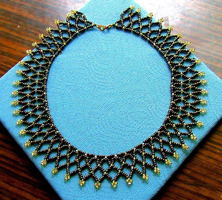 Free easy pattern for preatty beaded necklace bronze age for Simple beaded jewelry patterns