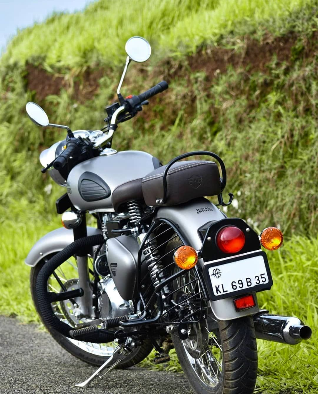 Follow Royal Enfielders For Daily Daily Dose Of Enfield Free Shout Out For Riders With Hd Enfi Classic 350 Royal Enfield Royal Enfield Royal Enfield Bullet