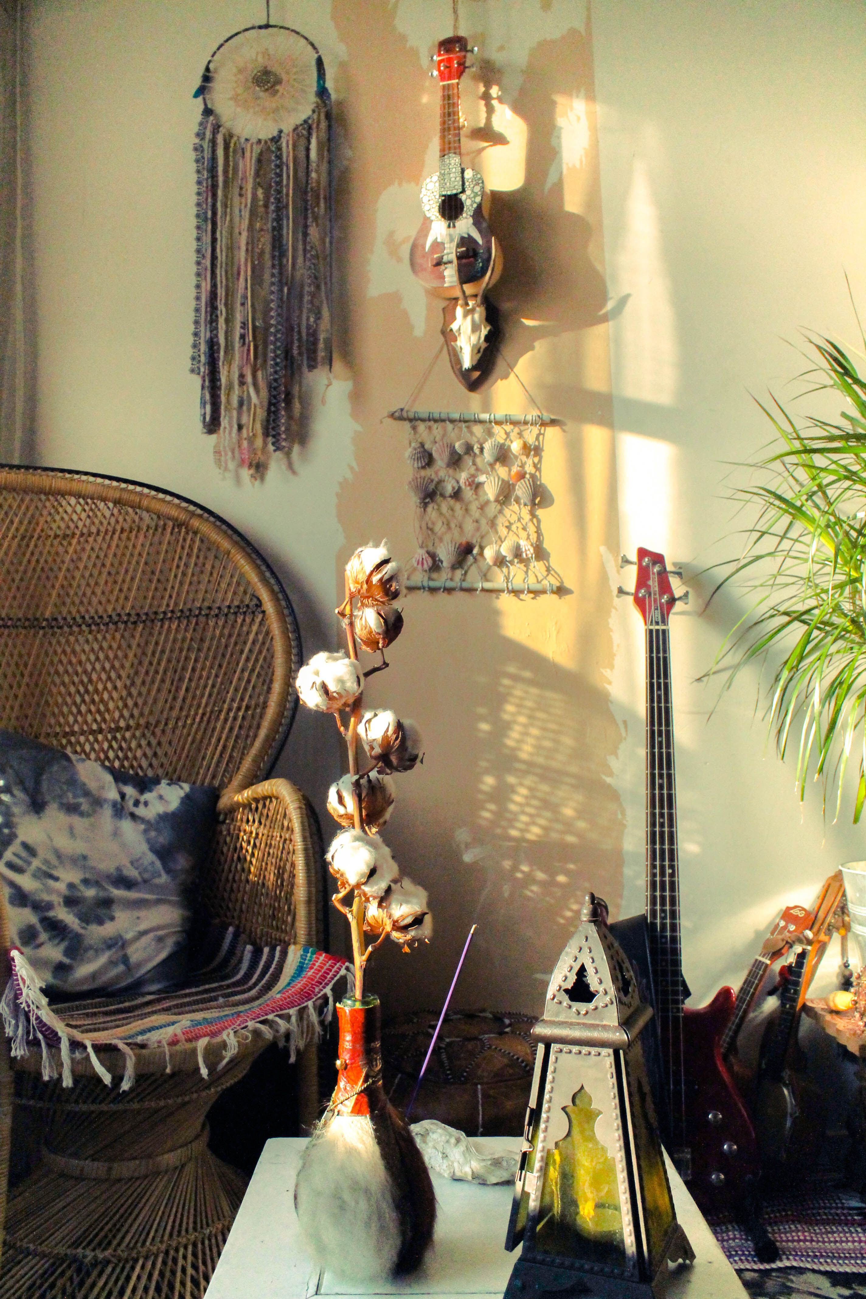 Bohemian Interior. I want one of those Wicca chairs :)