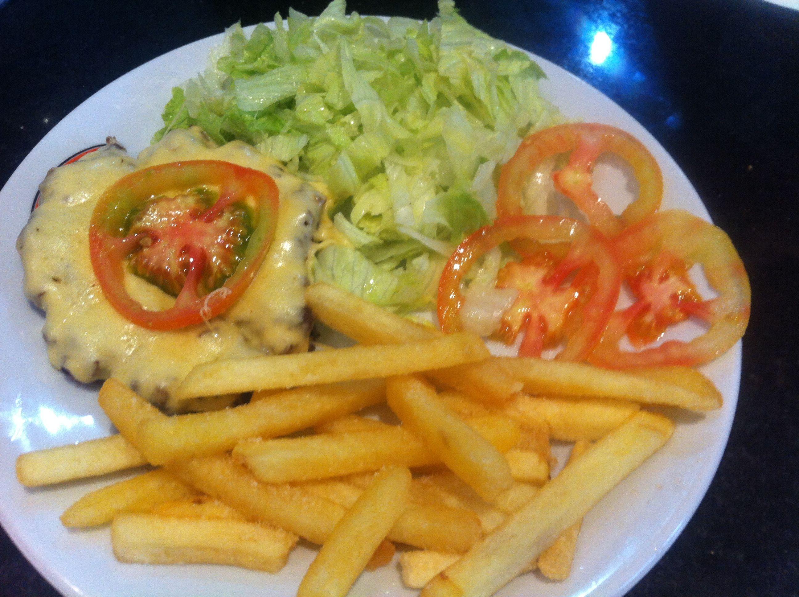 Tentando criar uma variação no menu! X-Salada sem pão, com um preço legal!