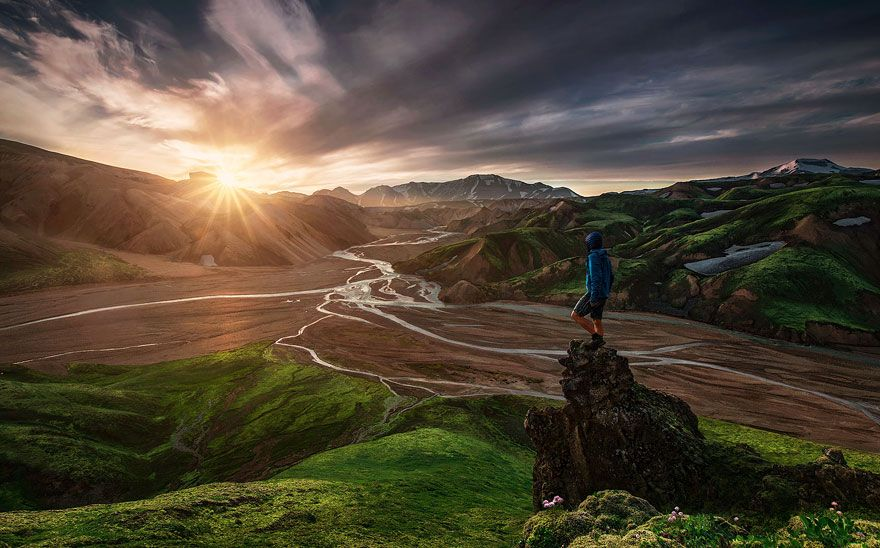 26 Extraordinary Photos That Captured People In Awe Of Nature Landscape Photography Mountain Photography Nature Photography