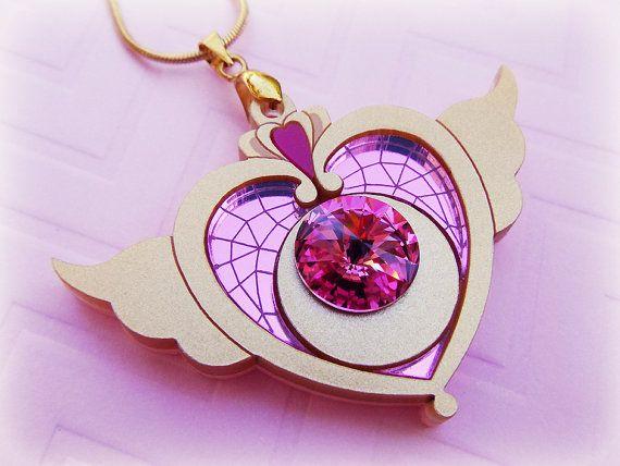 Pacto de luna la Crisis fue un broche que Usagi Tsukino por Pegasus cuando ella actualiza su compacto corazón cósmico en 39 de la ley. Junto a