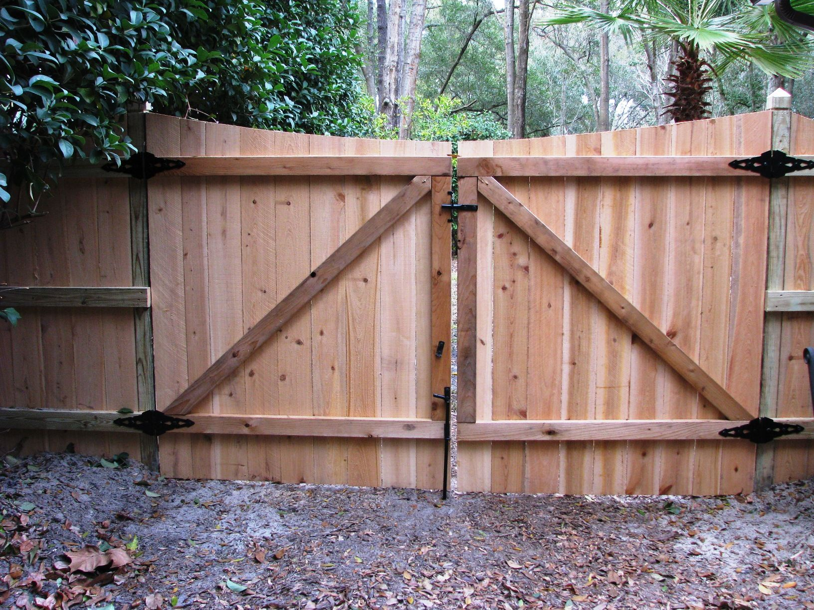 Saddle Cut Wood Privacy Fence By Mossy Oak Fence Company