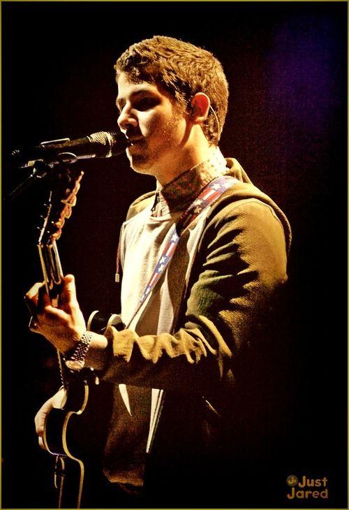 Jonas Brothers Wedding Bells Lyrics Nick Sings About Miley Cyrus On Cambio
