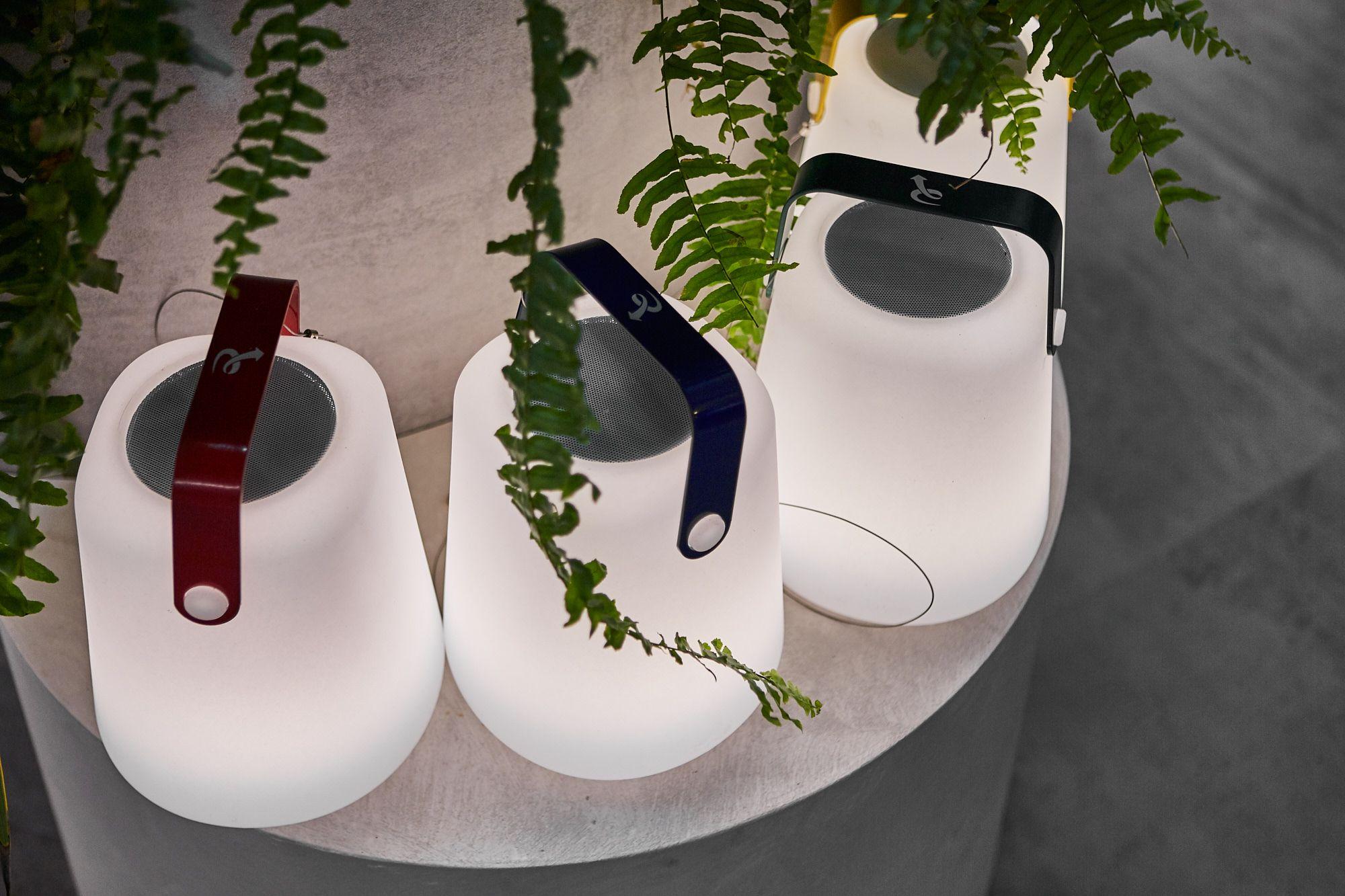 Accensione Lampadario Con Telecomando lampada da tavolo a led rgb + warm white (3000k), portatile
