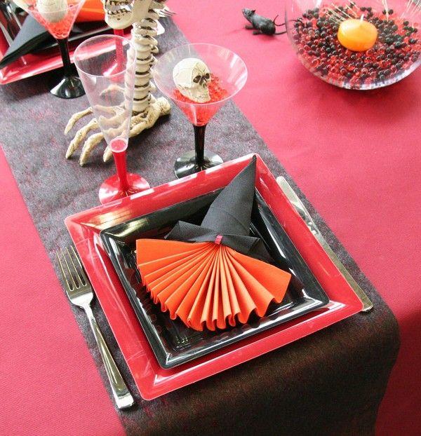 le pliage de serviette la sorci re et son chapeau halloween pinterest pliage de serviettes. Black Bedroom Furniture Sets. Home Design Ideas