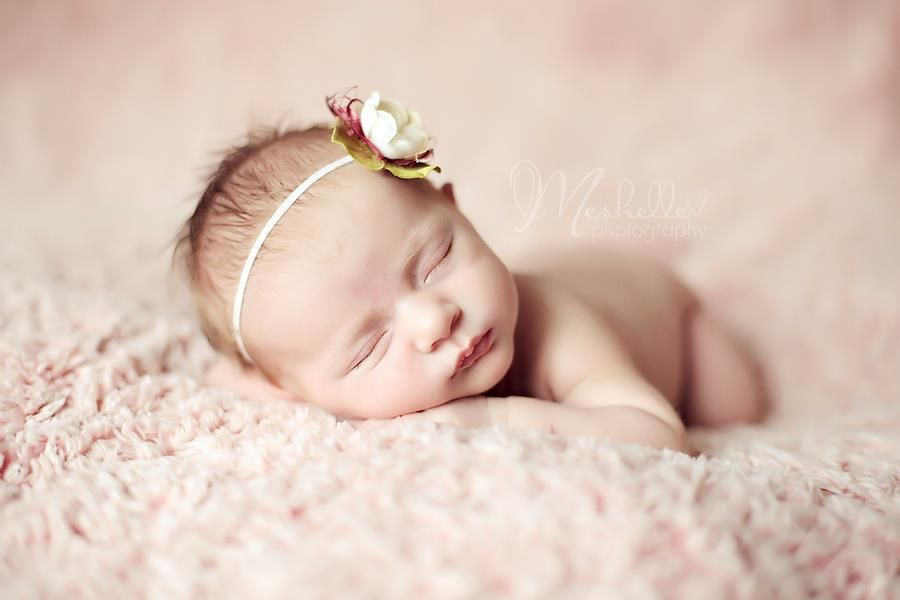 Meshelle photography 4th most popular image on best newborn photographer facebook page