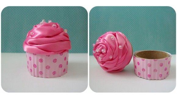 Caja para envolver regalos en forma de cupcake rosa muy for Envolver regalos de forma original