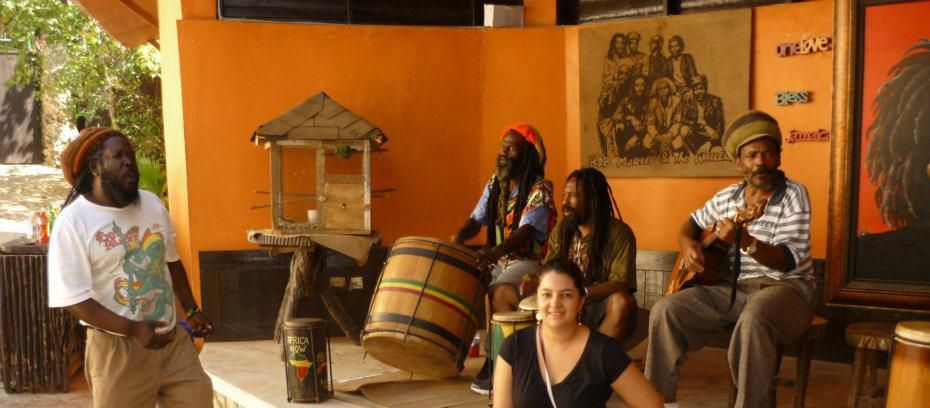 Bob Marley Home, Jamaica La libertad de expresión lleva consigo cierta libertad para escuchar.