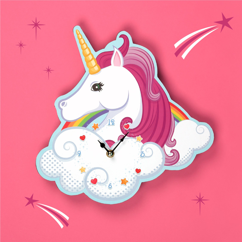 f271a385ff5e Reloj de pared que se cuelga diseño Unicornio encantado sobre nube y  arcoiris.  unicornios  relojes  originales  decoración