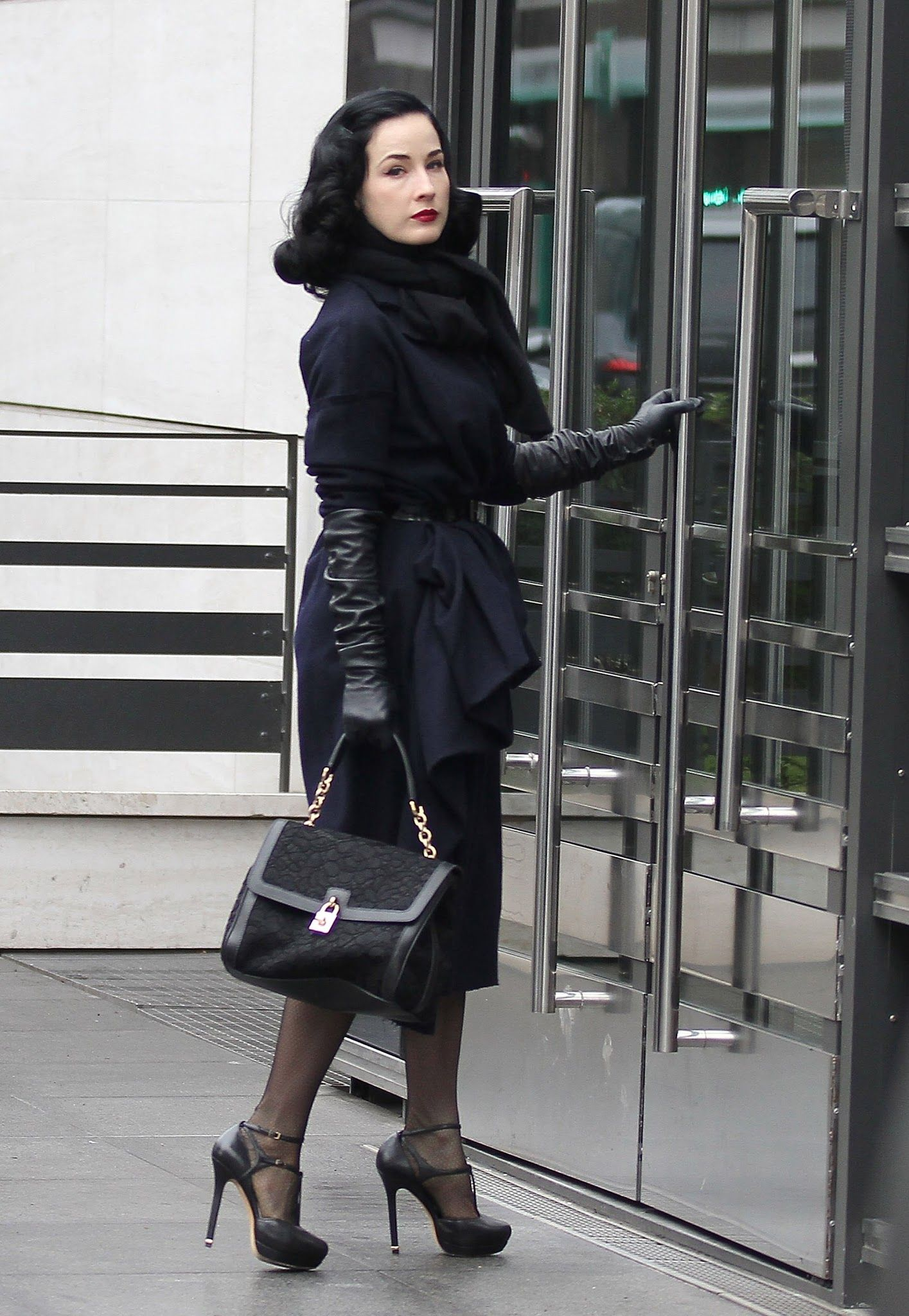 Womens petite leather gloves - Dita Von Teese Great Vintage Look With Long Leather Gloves Gloves Pinterest Leather Gloves Dita Von Teese And Dita Von