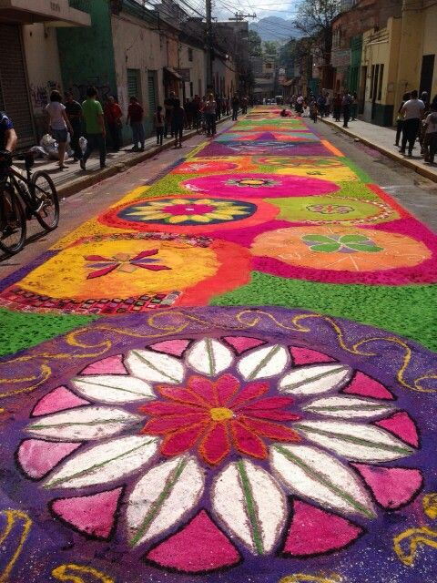 Alfombras De Aserrin Tegucigalpa This Type Of Dyed Sawdust Rug Is Very Typical On The Streets Of Honduras During C Tegucigalpa Honduras Travel Missions Trip