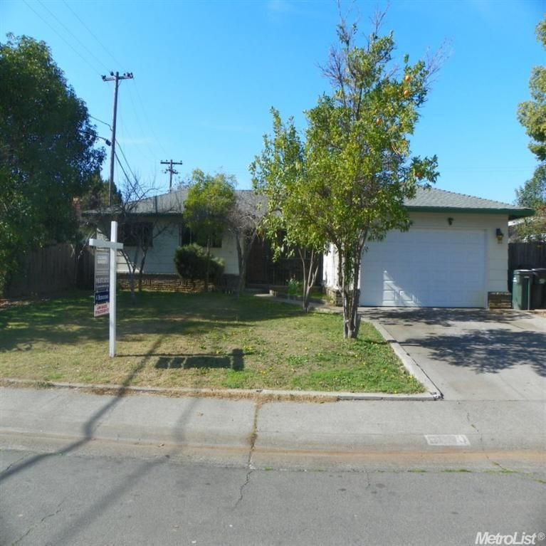 6820 Bowling Dr Sacramento Ca 95823 Backyard Fun Find Real Estate Estate Homes