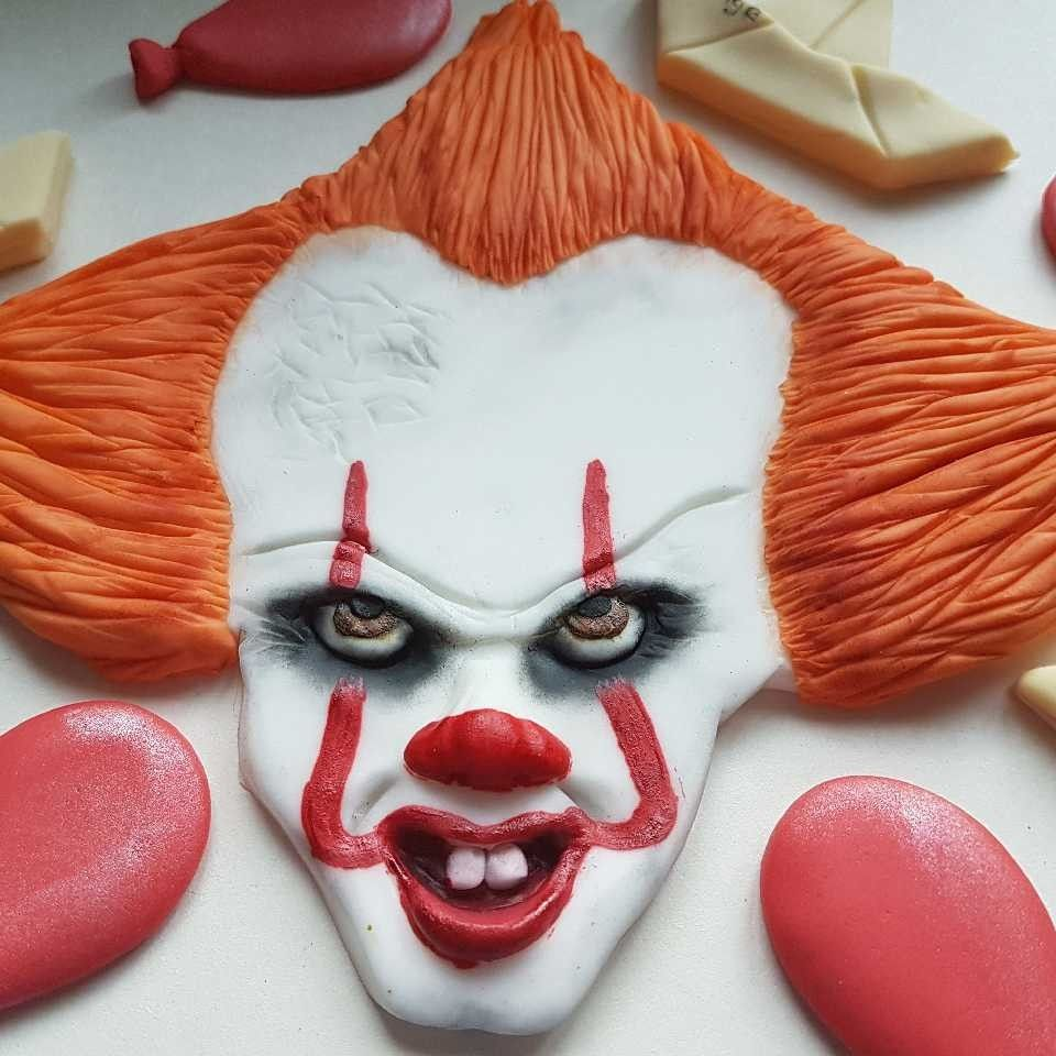 Pennywise IT cake topper.