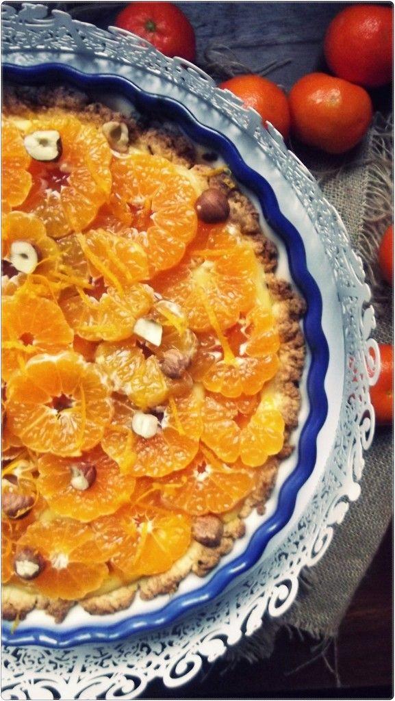 Niezwykle aromatyczna, mocno świąteczna tarta mandarynkowa z orzechami i konfiturą morelową