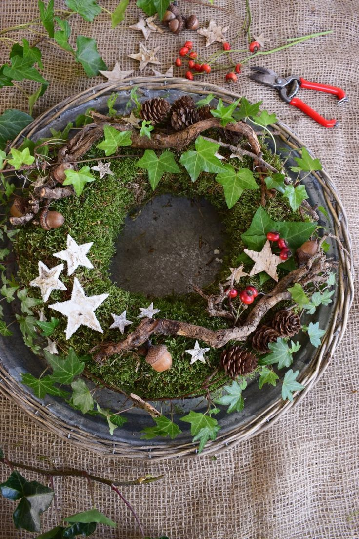 Photo of DIY moss wreath for the winter. Just do it yourself with moss, rosehips, ivy, …
