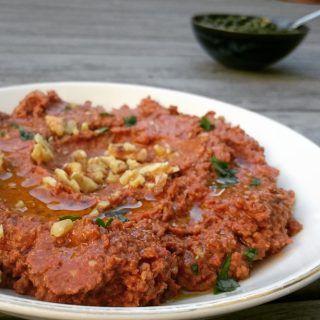 Muhammara er en valnøtt - og paprikadip som man burde spise mye mye mer av. Hjelpes så godt det er!