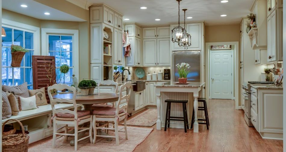 Best Antique White Cabinets With Glaze Kith Jamestown Maple 400 x 300