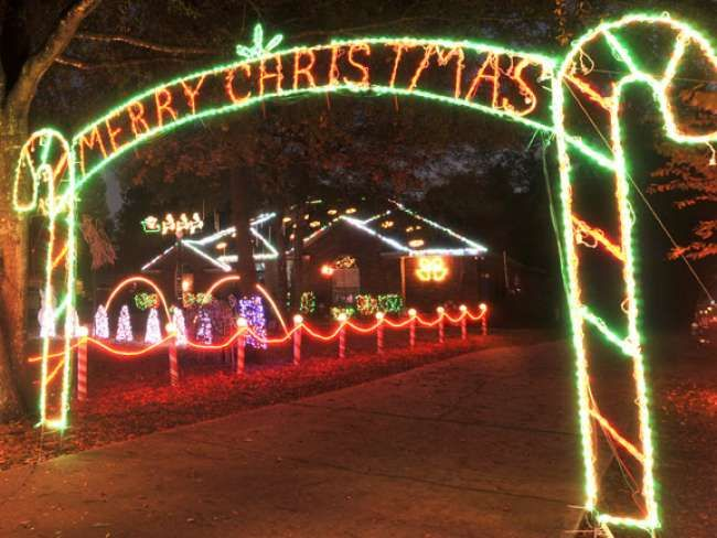Map Pictures Of The Top 10 Christmas Light Displays Around Jacksonville Best Christmas Lights Best Christmas Light Displays Holiday Lights Display