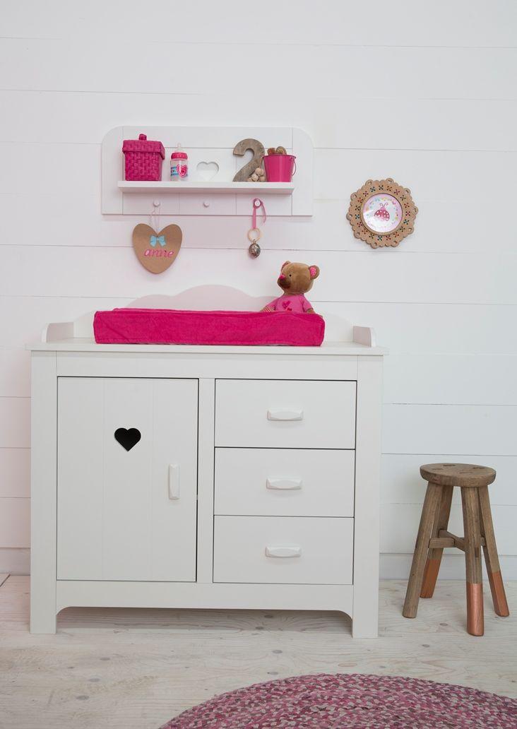 lief! lifestyle babykamer meisjes met witte wandplank en commode, Deco ideeën