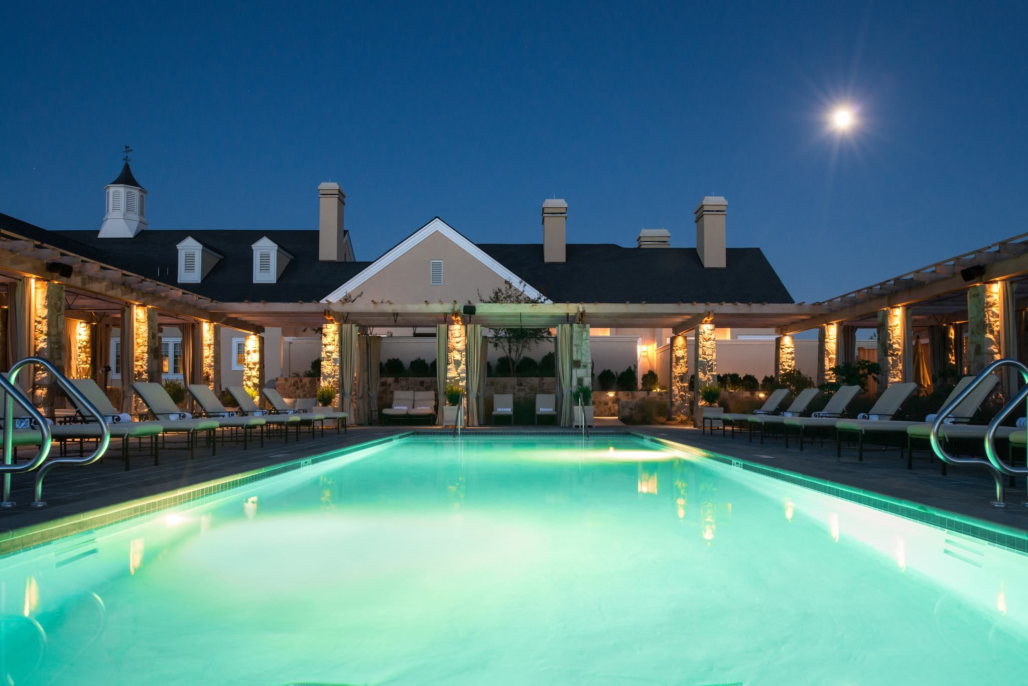 Salamander Inn Middleburg Va This Outdoor Pool Is Heated Even In Cold Weather With Fire Pits