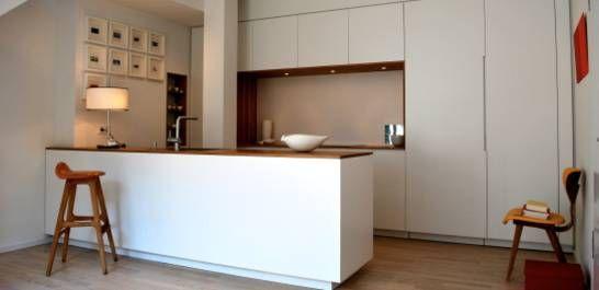 Küche in weiß Sockel unauffällig Arbeitsplatte sehr dünn Küche - arbeitsplatten für die küche