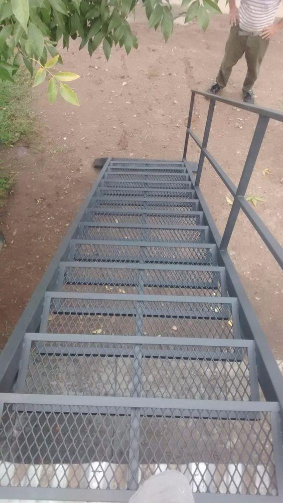 Escalera de hierro recta para exterior en for Como hacer una escalera de hierro para interior