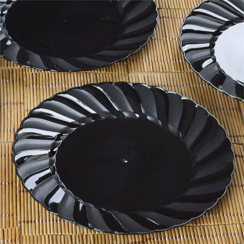 12 Pack - Black 7.5\  Flaired Round Disposable Plate - Partytown Plastics / Throwing an & 12 Pack - Black 7.5\