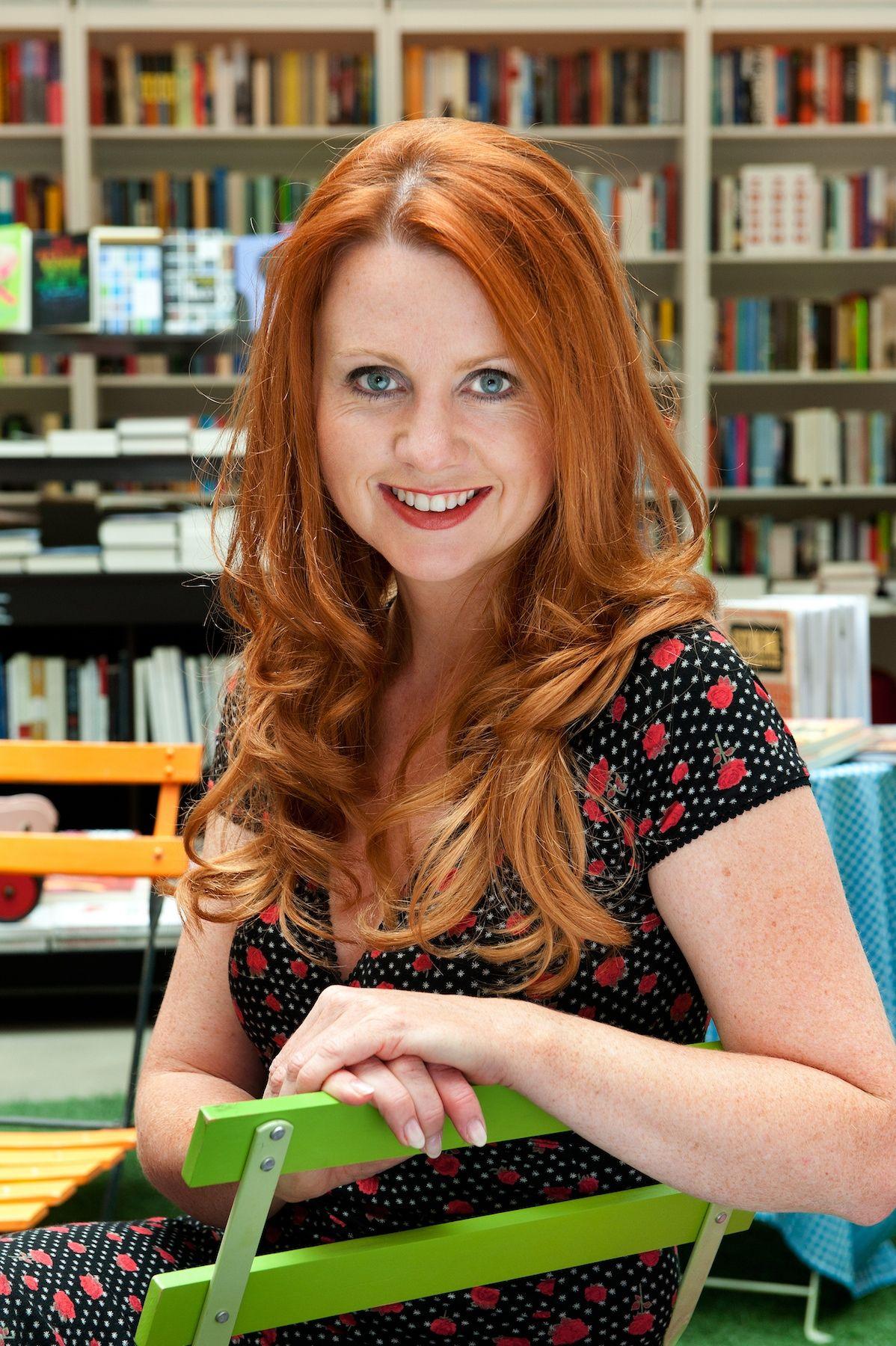 deze dame gaat boek (op 4 december in de winkel) @denieuwepolitie voorstellen. Beetje fier :-) #lannoo @petersaerens