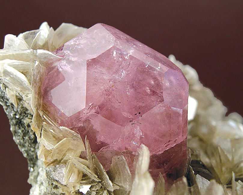 Fluorapatite with Cassiterite and Mica