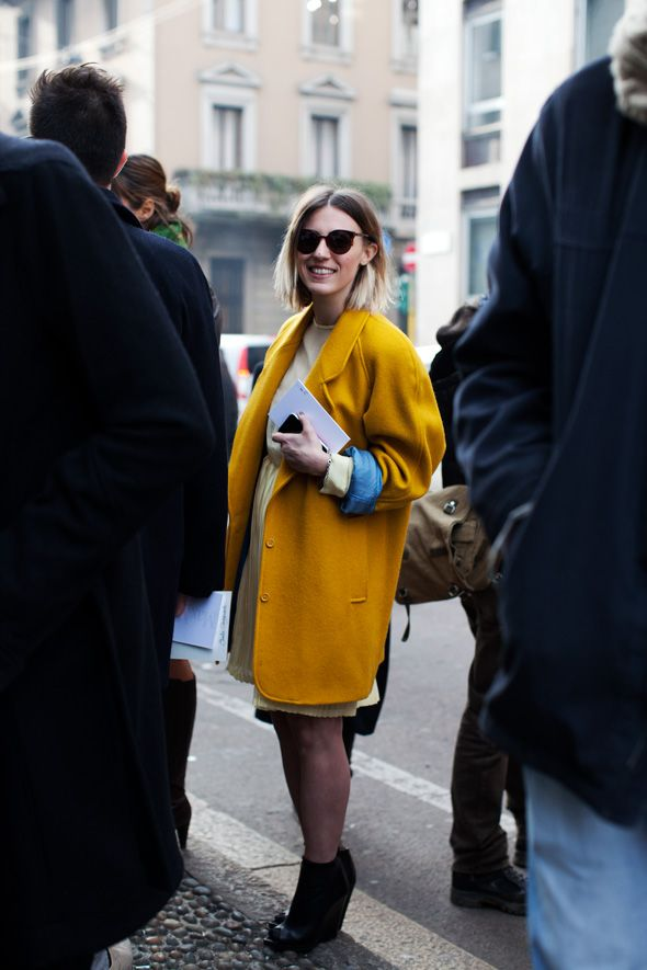 Love love love, the blue lining on this mustard colored coat.  Those shoes, however should be exiled to Canklesville and never be allowed to re-enter civil society!