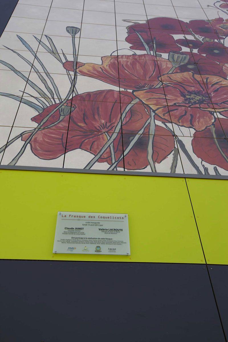 La Fresque des Coquelicotshttp://www.blog.imolaceramica.it/la-facciata-ventilata-unesplosione-floreale-a-nemours
