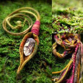 Colores diarios: collar de tótem y cintas de hadas