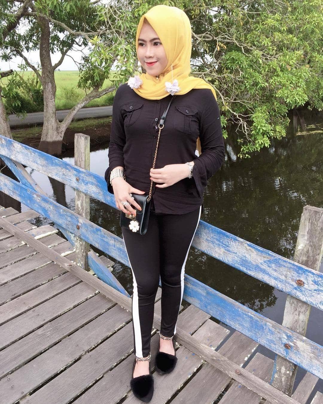 Pin By Mukhriz On Pose Jilbab Hijab Leggings