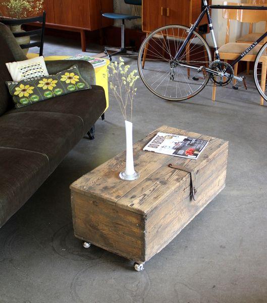 antike holzkiste mit rollen holzbox box kiste von stattfein auf stattfein das. Black Bedroom Furniture Sets. Home Design Ideas
