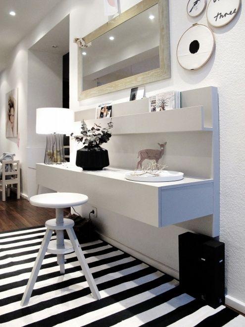 Un recibidor nordico con almacenaje y de ikea built in desk fabrics and built ins - Dormitorio malm ikea ...