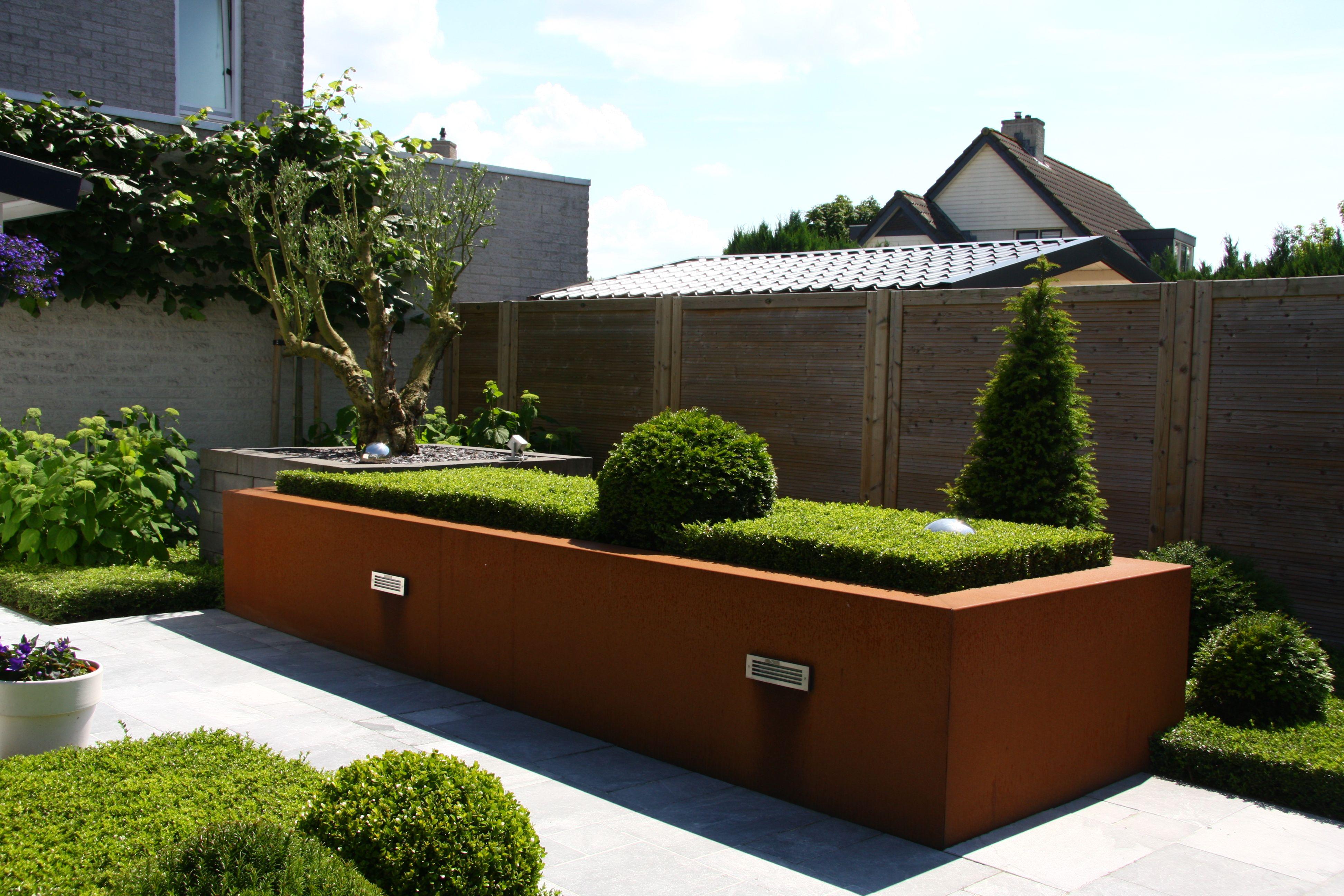 Bloembakken vervaardigd van cortenstaal cortenstaal pinterest bloembakken tuin en tuin - Moderne landschapsarchitectuur ...