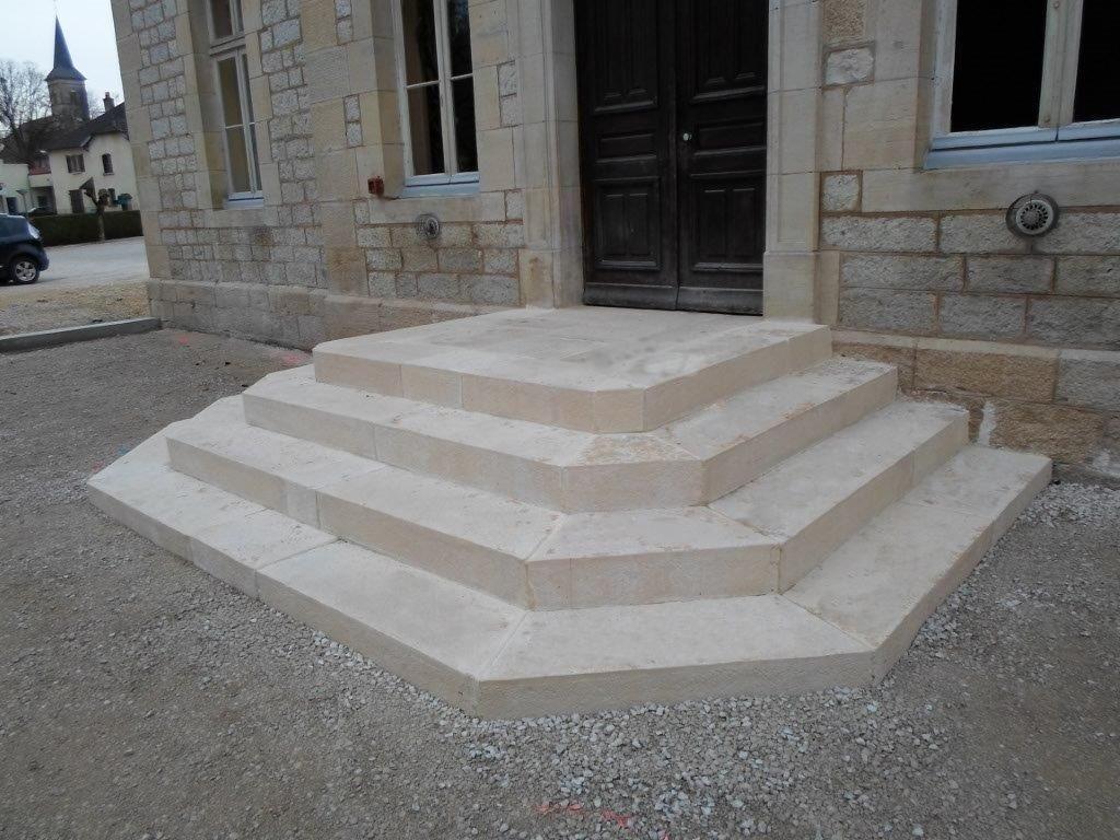 Escalier en blocs marches b ton cisel s bouchard s for Marche escalier exterieur