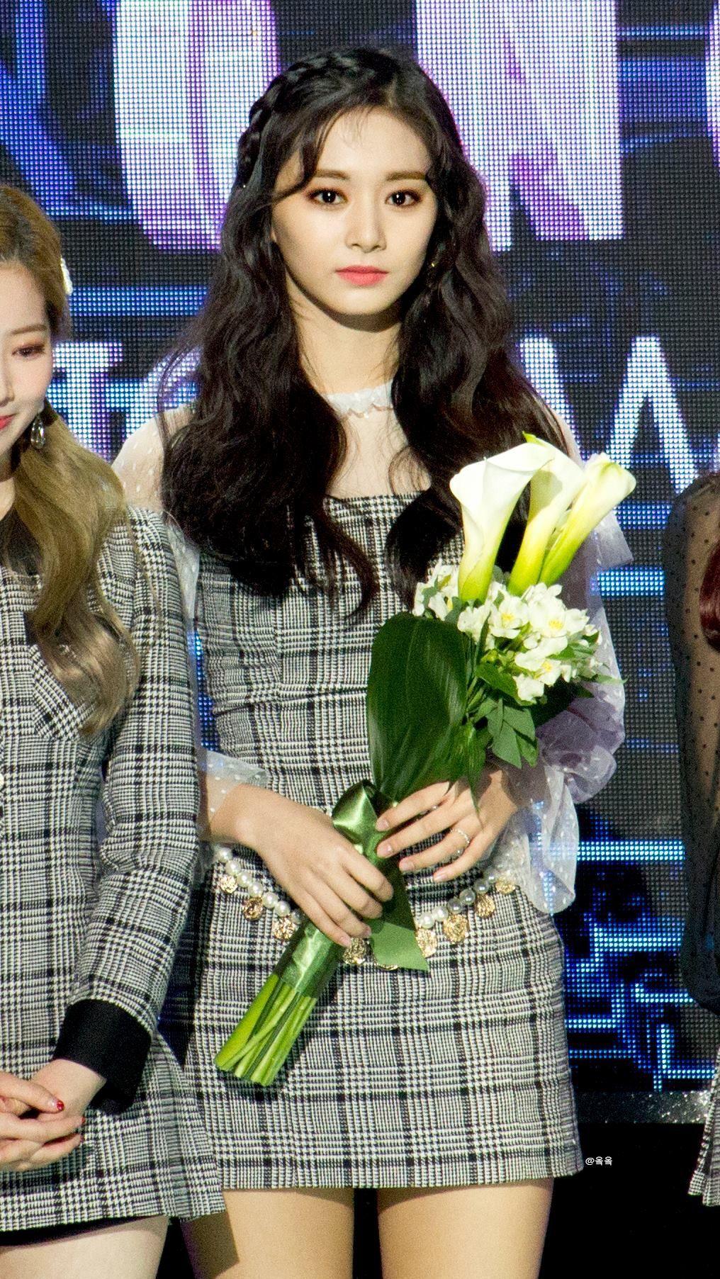 Pin by Vy on Twice | Nayeon, Kpop girls, Women