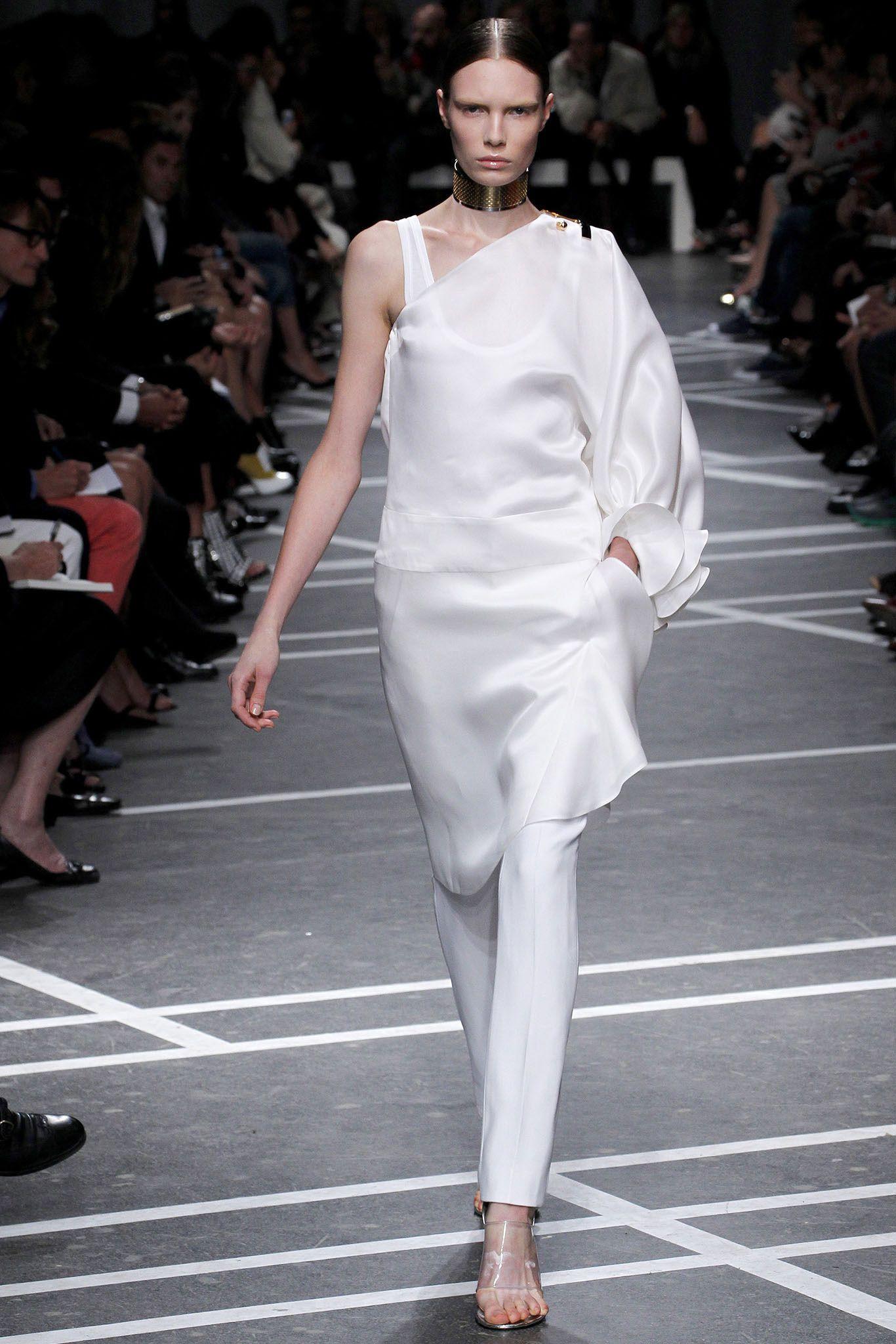 Givenchy Spring 2013 Ready-to-Wear Fashion Show - Alexandra Martynova (CITY)