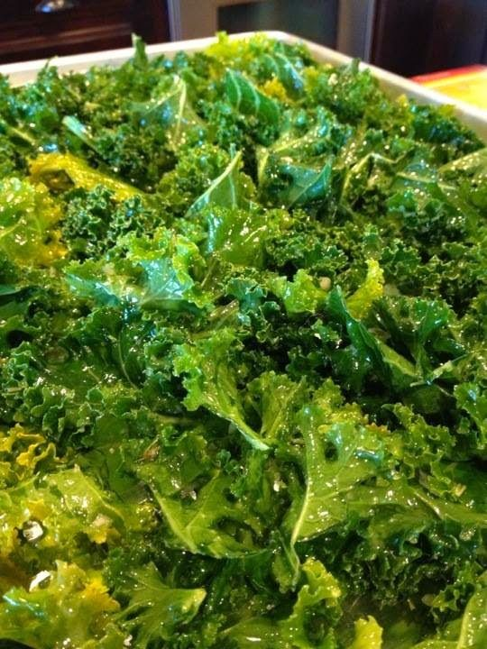 My Delicious Vegan Diary: Rosemary Garlic Kale Chips